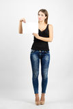 Young beauty in sleeveless shirt holding blank paper Stock Photography