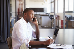 Free Young Black Man With Laptop On The Phone In An Office Royalty Free Stock Photos - 93537228