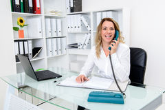 Young blond businesswoman calling Royalty Free Stock Photography
