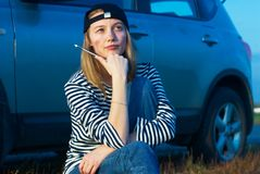 Young Blond Woman With Her Broken Car Stock Images