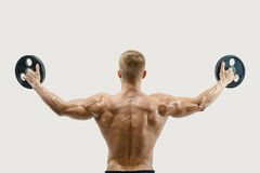 Young bodybuilder lifting weights Royalty Free Stock Photos