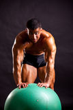 Young bodybuilder posing Royalty Free Stock Photos