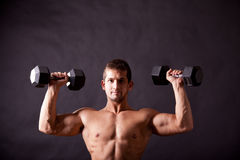 Young bodybuilder traininig Royalty Free Stock Photography