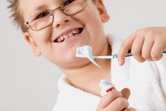 Young boy cleaning teeth Royalty Free Stock Photography
