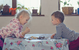 Young boy and girl playing checkers Royalty Free Stock Images