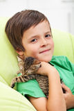 Young boy with his kitten Royalty Free Stock Photos