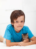 Young boy with kitten Royalty Free Stock Photos