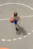 Young boy playing basketball Royalty Free Stock Photos