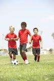 Young Boys en equipo de fútbol Foto de archivo