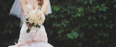 Young bride with bouquet of white roses Royalty Free Stock Photos