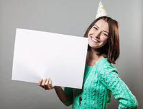 Young brunette woman holding blank sign Royalty Free Stock Images