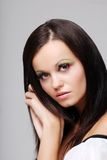 Young brunette woman leaning on her hands Royalty Free Stock Photography