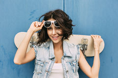 Young brunette woman posing with skateboard Royalty Free Stock Photography