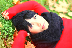 Young brunette woman relaxing in the autumn park Royalty Free Stock Photos