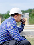 Young builder taking his coffee break Royalty Free Stock Photos