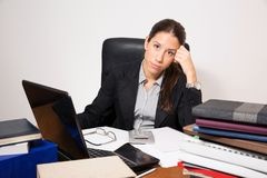 Young business dressed woman working at her desk Royalty Free Stock Images
