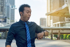Young business man checking the time Royalty Free Stock Images
