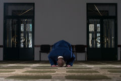 Young Business Man Muslim Praying Royalty Free Stock Images