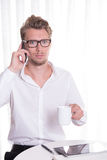 Young business man  on the phone looking scared Royalty Free Stock Photos