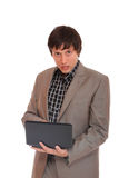 Young business man standing with laptop Royalty Free Stock Photos