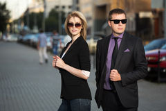 Young business man and woman on the city street Royalty Free Stock Photos