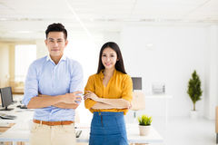 Young business man and woman standing in office Royalty Free Stock Photography