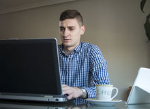 Young business man working on his laptop at home office Royalty Free Stock Photography