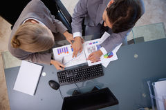 Young business team studying statistics Royalty Free Stock Photos