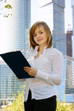 Young business woman with clipboard Royalty Free Stock Photography