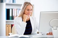 Young business woman with computer Stock Photos
