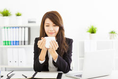 Young business woman drinking coffee in office Royalty Free Stock Images