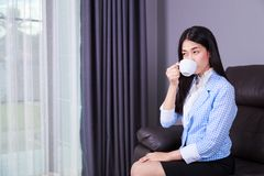 Business woman drinking coffee or tea cup Royalty Free Stock Photos