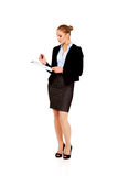 Young business woman holding clipboard Royalty Free Stock Photos