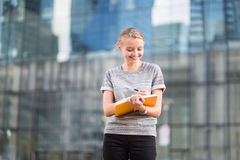 Young business woman planning her day Royalty Free Stock Photography