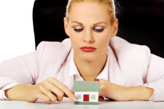 Young business woman presenting a house model Royalty Free Stock Photo
