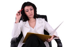 Young business woman reading a report Royalty Free Stock Images