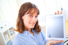 Young business woman showing a tablet screen Royalty Free Stock Photo