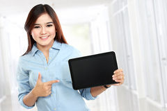 Young business woman showing tablet screen Royalty Free Stock Images