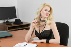 Young business woman sitting at the desk Royalty Free Stock Photography