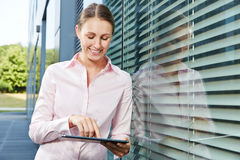 Young business woman with tablet PC Royalty Free Stock Images