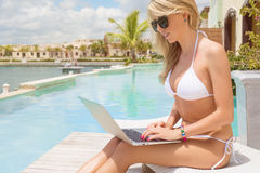 Young business woman working with laptop computer outdoors Royalty Free Stock Images