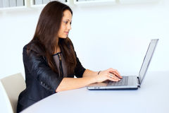 Young business woman working on a laptop Stock Photos
