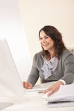 Young business woman working at office Royalty Free Stock Photos