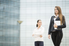 Young business women in front of office building Royalty Free Stock Images
