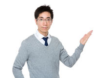 Young businessman with hand showing something Royalty Free Stock Photography