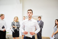 Young businessman holding strategie paperwork Stock Photography