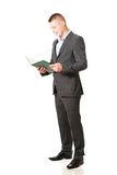 Young businessman reading his note book Royalty Free Stock Images