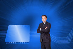 Young businessman standing crossarmed Royalty Free Stock Photos