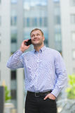 Young businessman talking on his phone outdoors Royalty Free Stock Photography