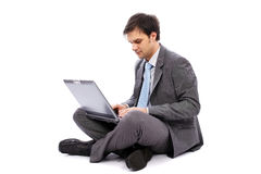 Young businessman typing on a laptop Royalty Free Stock Photography